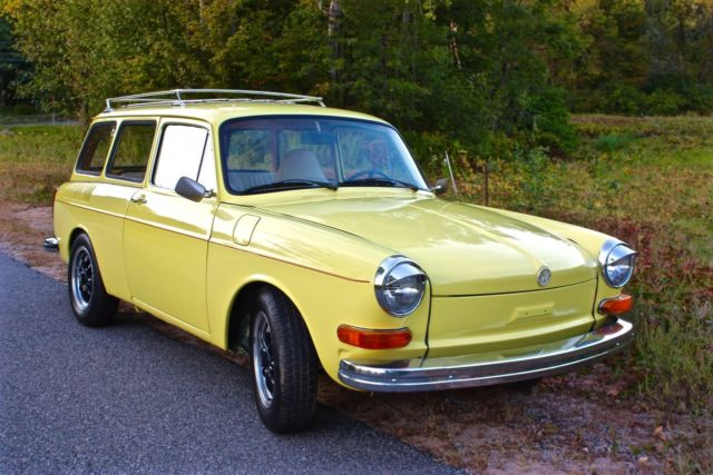 1973 Volkswagen Type III (Safari Yellow/Tan)