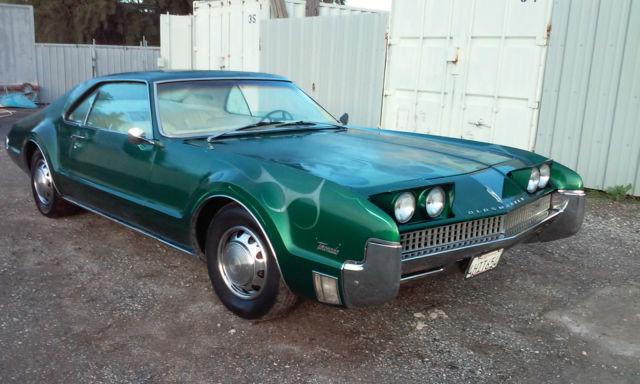 seller of classic cars 1967 oldsmobile toronado green white. Black Bedroom Furniture Sets. Home Design Ideas