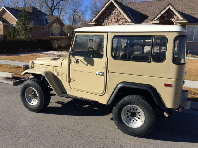 1978 Toyota Land Cruiser (Tan/Tan)