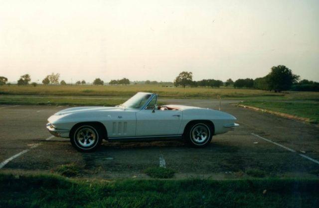 Seller Of Classic Cars 1965 Chevrolet Corvette White Red