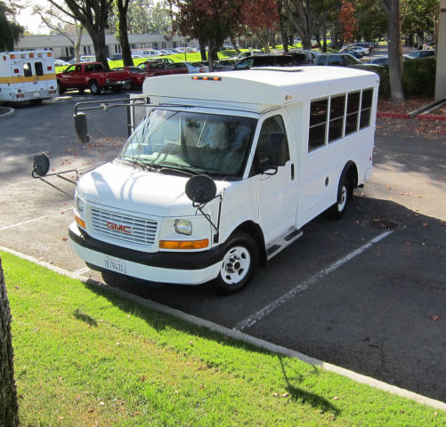 2004 GMC Savana (White/Tan)