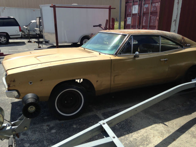 seller of classic cars 1968 dodge charger gold tan. Black Bedroom Furniture Sets. Home Design Ideas