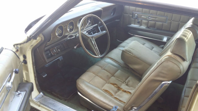 seller of classic cars 1970 ford thunderbird yellow tan. Black Bedroom Furniture Sets. Home Design Ideas