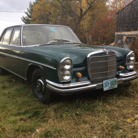 Seller of classic cars 1967 mercedes benz 200 series for Mercedes benz 200 series