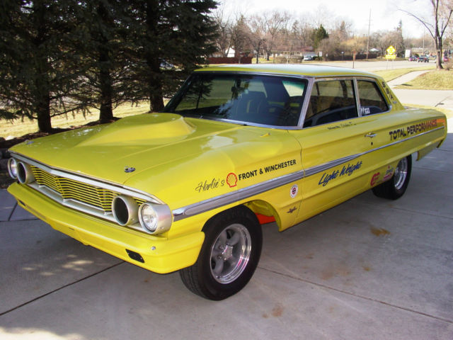 1964 Ford Galaxie (Yellow/Black)