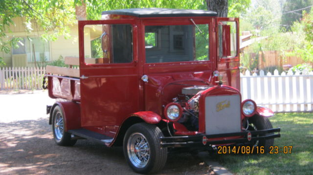 1926 Ford Model T (CUSTOM RED/GRAY CLOTH)