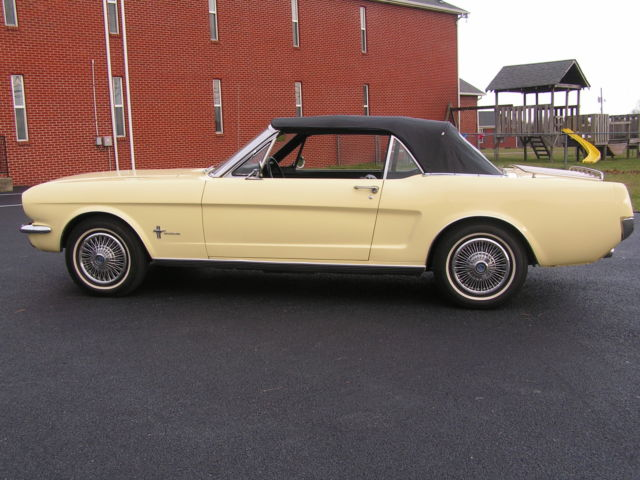 1966 Ford Mustang (SPRINGTIME YELLOW/Black)