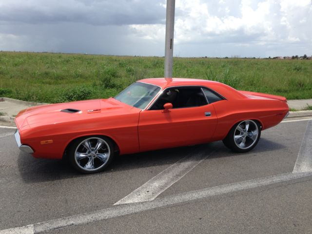 1972 Dodge Challenger (Silver/Black leather)