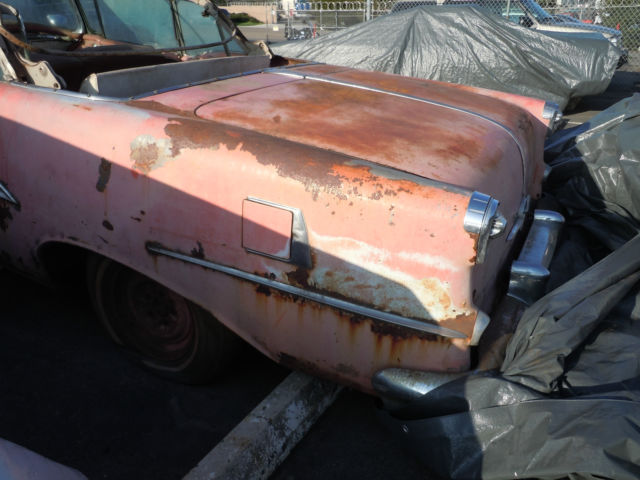 1955 Oldsmobile Starfire (coral and white/coral and white)