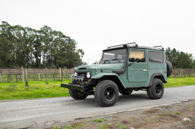 1975 Toyota FJ Cruiser (Army Green/Black)