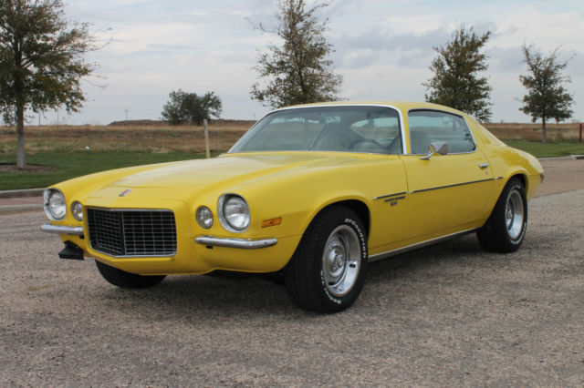 seller of classic cars 1971 chevrolet camaro yellow tan. Black Bedroom Furniture Sets. Home Design Ideas