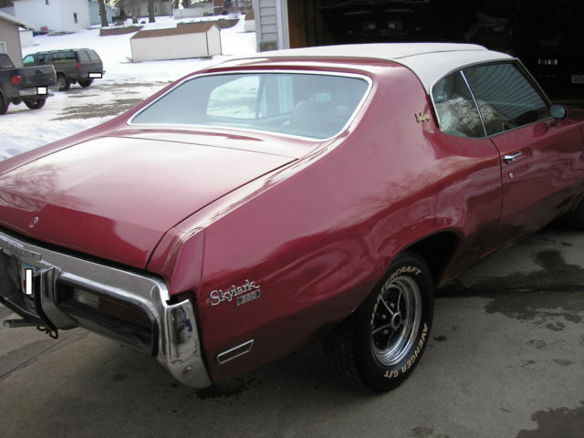 1972 Buick Skylark (Red/White)