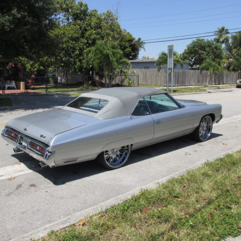 seller of classic cars 1972 chevrolet impala silver metallic grey leather. Black Bedroom Furniture Sets. Home Design Ideas