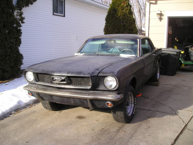 1966 Ford Mustang (Black/Black hounds tooth)