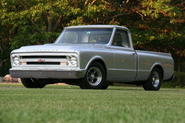 1967 Chevrolet C-10 (Silver Blade Metallic/Black)