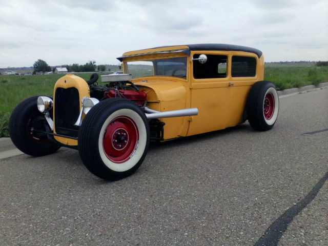 1928 Ford Model A (Yellow/Black)