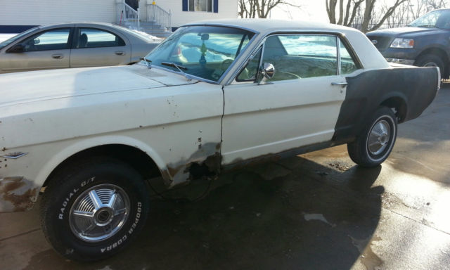 1965 Ford Mustang (White/White)