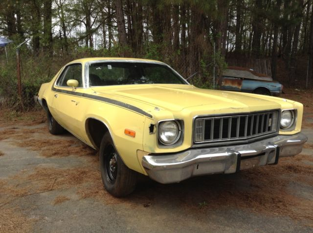 1975 Plymouth Road Runner (Yellow/Black)