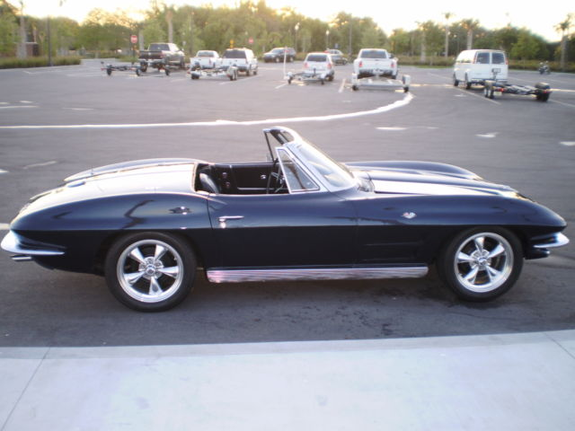 1963 Chevrolet Corvette (Blue/Blue)