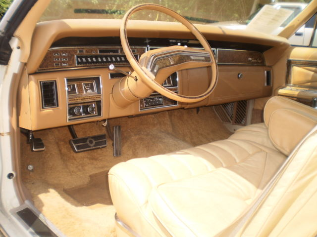 seller of classic cars 1975 lincoln continental white tan. Black Bedroom Furniture Sets. Home Design Ideas