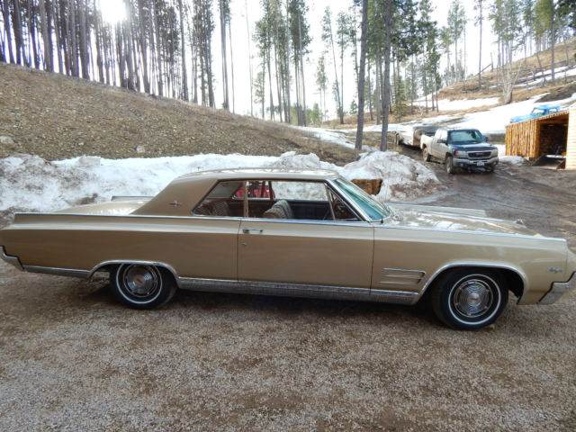 1964 Oldsmobile Starfire (Sierra Mist Metalic/Saddle)
