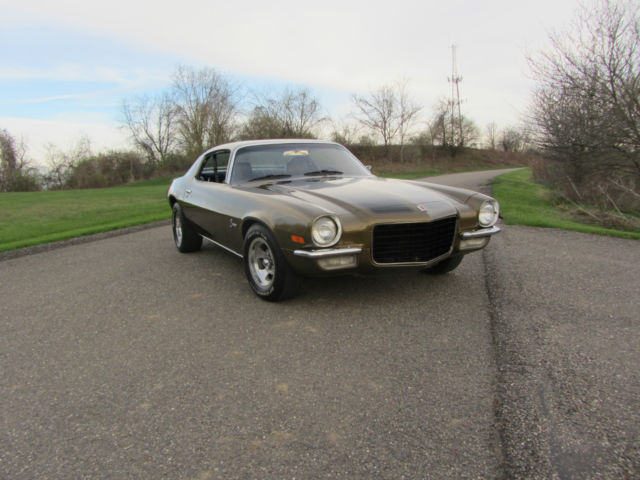 Seller of classic cars 1972 chevrolet camaro gold black for Placer motors used cars