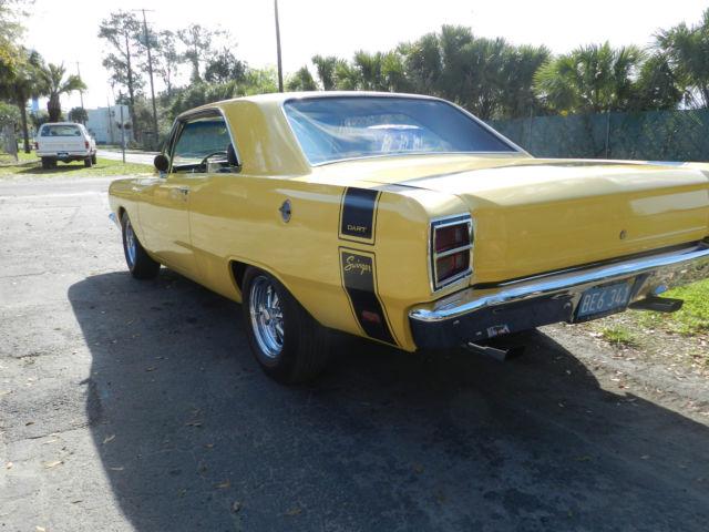 Yellow 1969 dodge swinger were