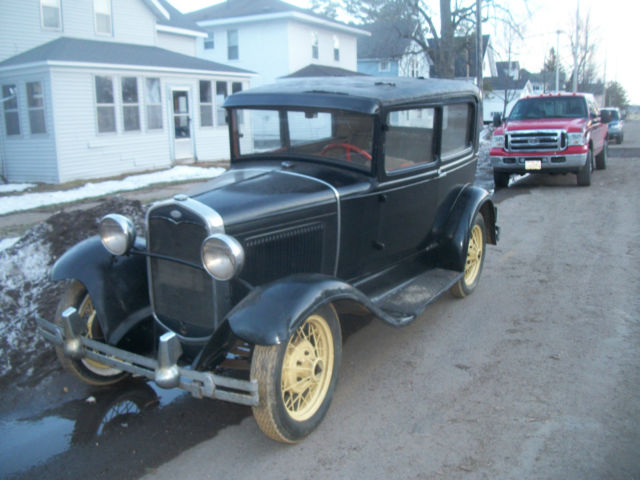 1931 Ford Model A (Black/Brown)