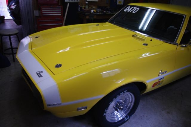 1968 Chevrolet Camaro (Yellow with White stripes/Black)