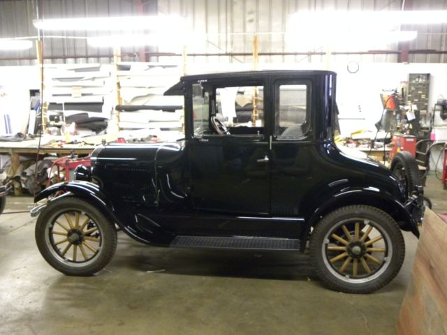 1926 Ford Model T (British Racing Green/Grey with hunter green pinstripe (wool))