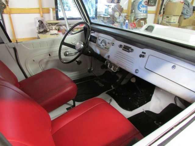 1971 Jeep Commando (White/Red)