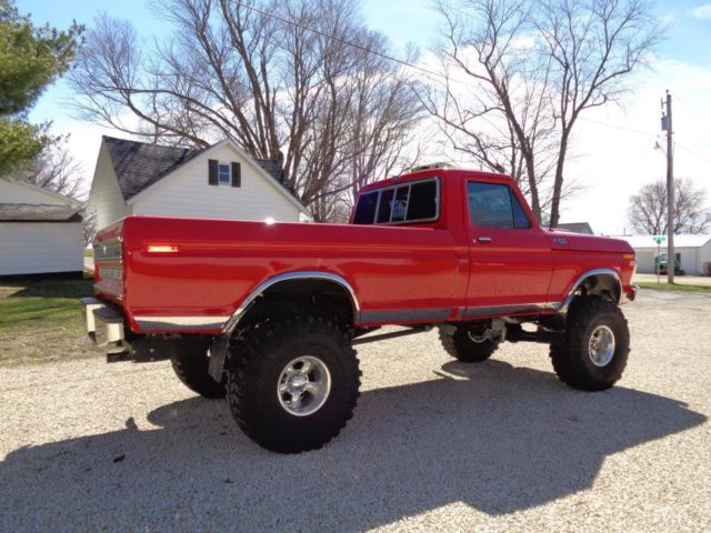 1977 Ford F-150 (Red/Black)