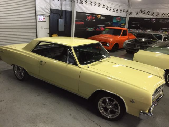 1965 Chevrolet Malibu (Yellow/Black)