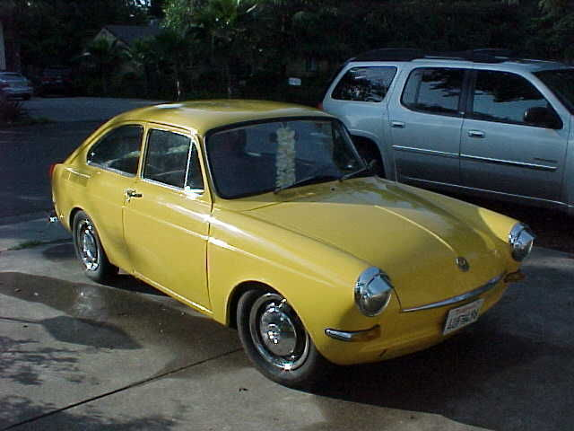 1966 Volkswagen Type III (Yellow/Gray)