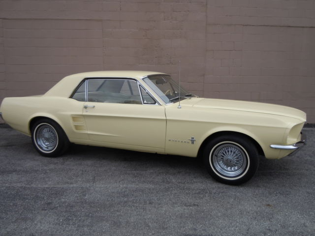 seller of classic cars 1967 ford mustang springtime yellow parchment. Black Bedroom Furniture Sets. Home Design Ideas