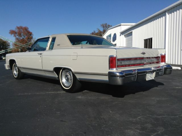 seller of classic cars 1978 lincoln town car dove grey grey. Black Bedroom Furniture Sets. Home Design Ideas