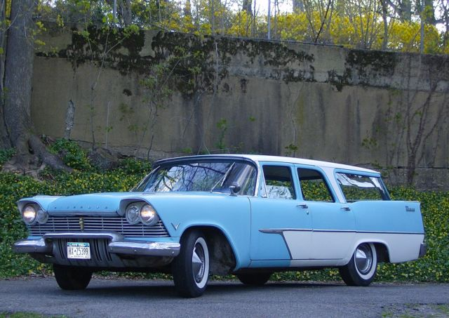 1957 Plymouth Station Wagon (Two-Tone Sky Blue/White/Dark Blue/Light Blue/Tan)