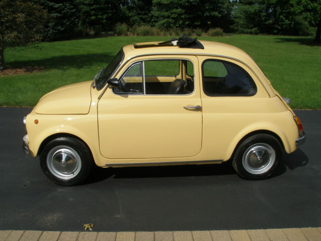 1972 Fiat 500 (Yellow/Black)