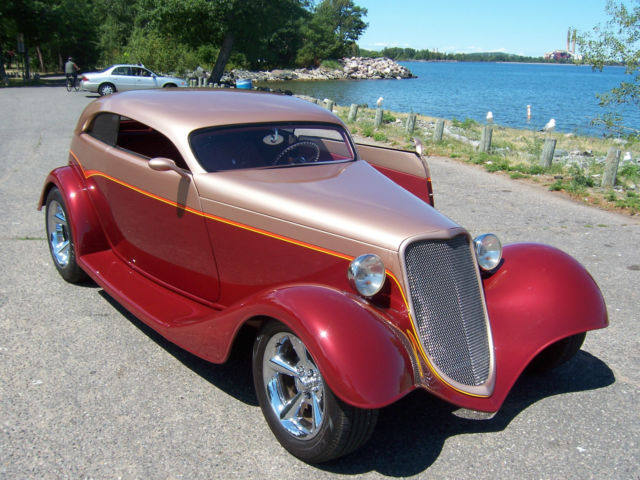 1934 Ford VICKY SPEEDSTAR (MAROON/CHAMPAGNE/MAROON)