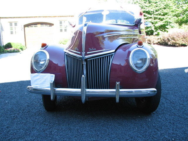 1939 Ford SUPER DELUXE (Plum/Gray)