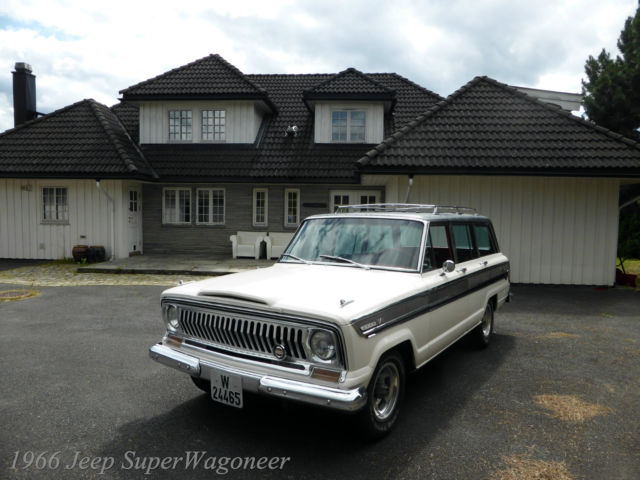 1966 Jeep Wagoneer (White/Red)