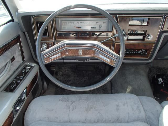 seller of classic cars 1979 lincoln town car moondust. Black Bedroom Furniture Sets. Home Design Ideas