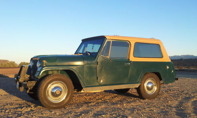 1970 Jeep Commando (Dark green and Tan/Tan and green interior)