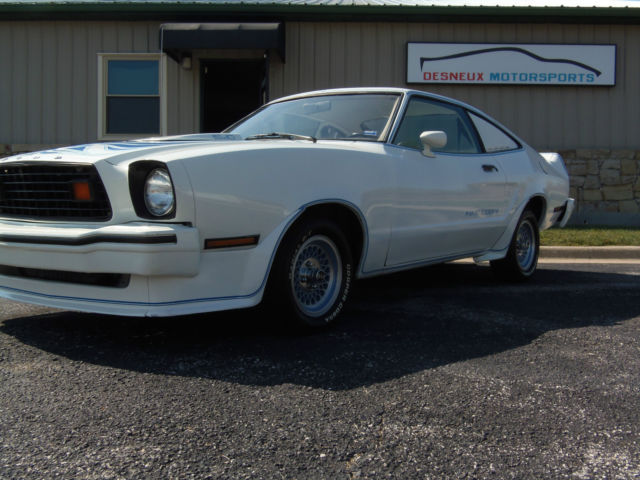seller of classic cars 1978 ford mustang white white. Black Bedroom Furniture Sets. Home Design Ideas
