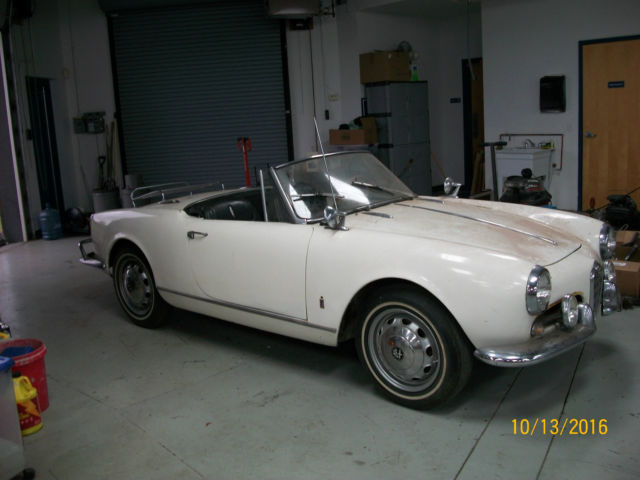 1962 Alfa Romeo Spider (White/Black)