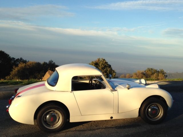 1960 Austin Healey Sprite (White/Black with red piping)