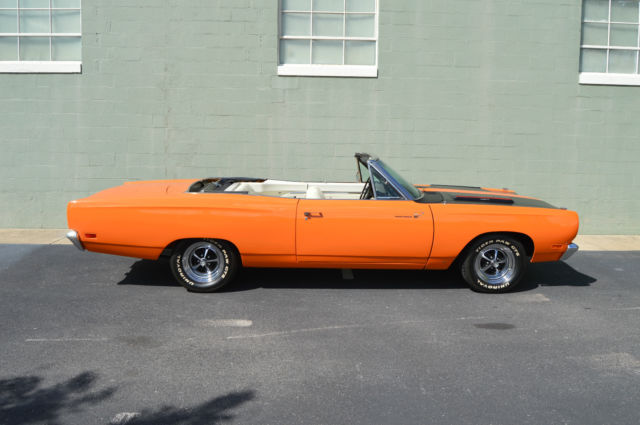 1969 Plymouth Road Runner (Orange/White)