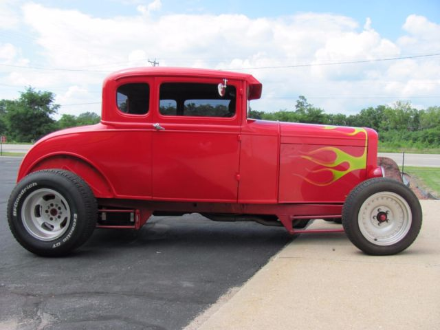 1930 Ford 5 Window Coupe (Red/Burgundy)