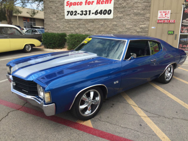 1972 Chevrolet Malibu (Blue w Silver Stripes/Black)