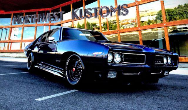 Seller of Classic Cars - 1969 Pontiac GTO (Blue/Black)